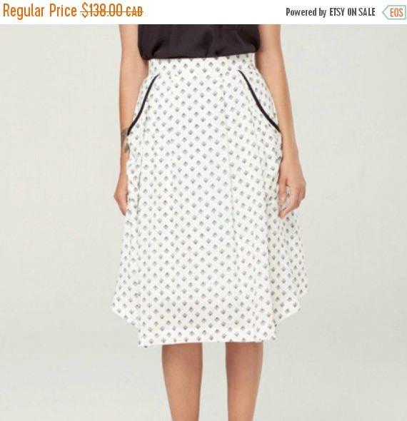 SOLDE ZENITH - fluid midi skirt with pockets, mid long skirt, mid calf skirt for women - white with lotus flowers print