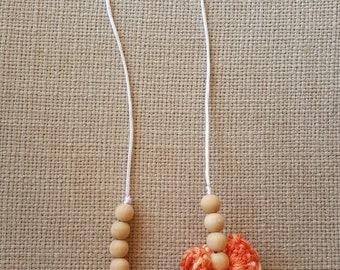 Crochet Nursing Necklace, wood nursing necklace, teething necklace, baby shower gift, gender neutral gift, wood bead necklace, mama necklace