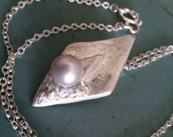 Smooth Sailing Pearl Pendant in 999 fine silver evokes the prow of a ship sailing into calm from rough waters with a Tahitian pearl cargo.