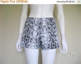 25% off SALE 90s Snakeskin Print Shorts / grey hot pants