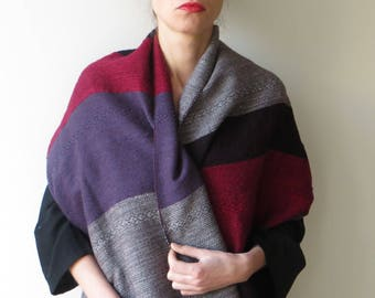 Lovely handwoven pashmina made of very soft wool
