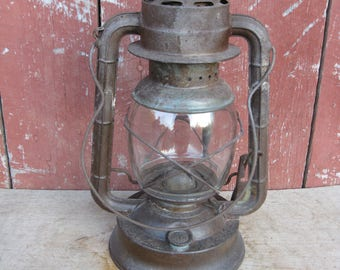 Antique Lantern DIETZ D-LITE Primitive No 2 Kerosene Oil Barn Lamp, NY  1940's