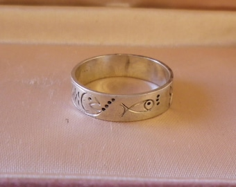 Vintage Sterling Silver Fish and Bubbles Large Men's Ring Size 10 3/4 US and V 1/2 UK & Aust