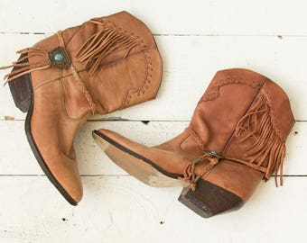 Zodiac Fringe boots | Vintage 1970s cowgirl boots with fringe | Tan fringe boho vintage boots
