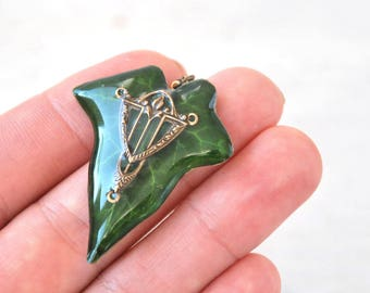 Real Ivy pendant- Green leaf in resin- nature inspired -romantic gift- Oxidized Brass