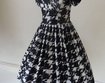 50's dress. Chequers.