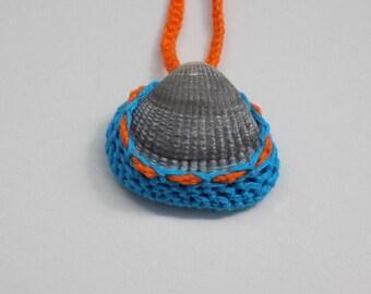 Collier Coquillage cadre crocheté, coquillage cadre crochet, collier marin crochet, bijoux crochet, pendentif crochet , coquillage encadré