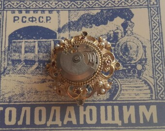 Brooch vintage and watch movement holder creation
