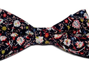 Bow tie Navy white flowers with sharp edges