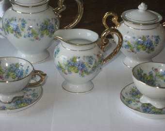 Doll's or child's vintage china tea set from England (9 pieces)