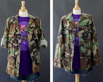 Camouflage Army Jacket, Camo Jacket, Oversized 90s Grunge Jacket, Vintage Distressed Army Jacket Woodland Camo Coat, Unisex Small Short