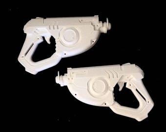 3D printed Tracer inspired guns