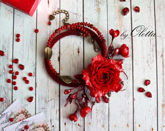 Necklace in red flower