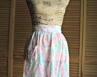 Vintage. Pink. floral. Apron. Cute pocket! 1960s. Lovely! Look cute in your Kitchen!