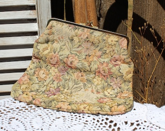 Vintage. Floral/tapestry/beige/pink/clutch/makeup bag/handbag. Very cute floral clutch! Lovely!