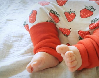 """""""Strawberry"""" red and unbleached organic Jersey baby harem pants"""