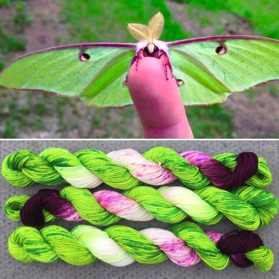 Luna Moth 20g, green purple merino nylon UV reactive speckled sparkle sock yarn miniskein
