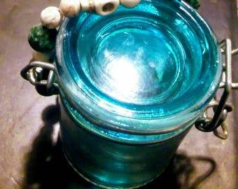 Hunter Green Skull Beaded Bracelet. Yoga bracelet. Green and White Agates. Stackable