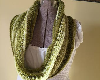 Crochet Cowl, Handmade Cowl, Pullover Scarf, Soft Snood, Green Cowl, Yellow, Scarflet, Collar, Scarf