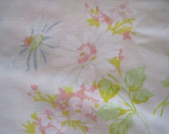 Springmaid Double Flat Sheet, Wondercale, Poly/Cotton, Like New, Daisies, Pastel Colors
