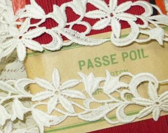 """1y  1940s FRENCH IVORY LACE  1 3/4"""" Vintage Schiffli Venise Cotton Trim Ribbon Applique Wedding Dress Bouquet Doll Jacquard rococo Rosette"""