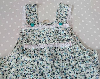 Beautiful baby girls blue floral dungarees finshed with lace trim. Size 9 to 12 month