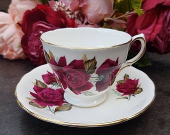 Royal Vale Tea Cup and saucer//vintage//bone China made in england//rose//second hand dealer//gift//eyecatcher//tea//high tea