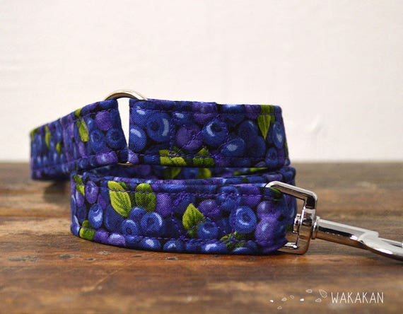 Leash for dog Blueberries. Handmade with 100% cotton fabric and webbing. Blue and purple tones. Wakakan