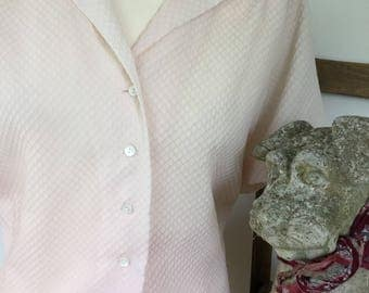 1950/1960s shell pink nylon blouse size 18/20
