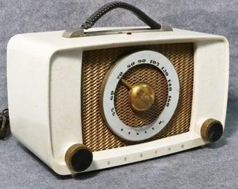 Vintage Zenith Tube Radio - Marbled Cream Plaskon Body, Model G615W
