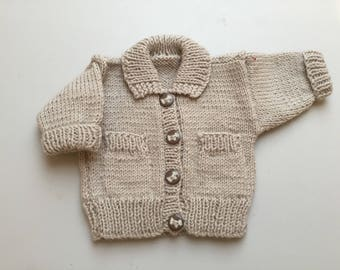 Cute baby boy jacket in beige with collar and little doggie buttons an little pocket