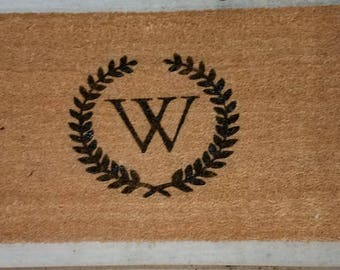 Laurel wreath personalized door mat, Personalized welcome mat, Personalized door mat, Initial door mat, Monogrammed door mat