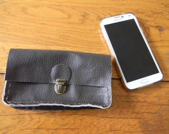 Brown leather for this wallet phone belt