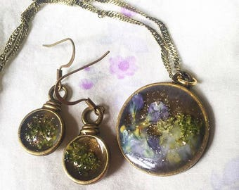 wildflower and resin jewelry set with earrings and necklace