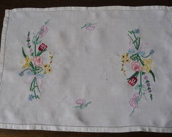 """Vintage Tray or Centre Cloth Hand Embroidered Linen  'Country Flowers'  19"""" x 12 1/2"""" 48.5cms x 32cms"""