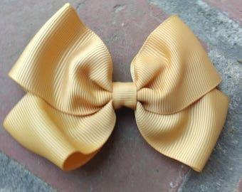 Medium size gold hair bow. Toddler gold hair bow. Gold bow. Medium gold bow. Hair bow. Medium gold bow. Hair bow. Toddler gold bow medium.
