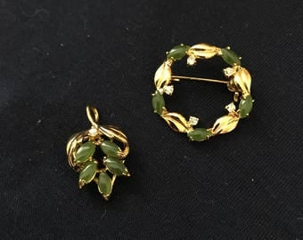 JADE COLORED PENDANT and Broach set - gold colored