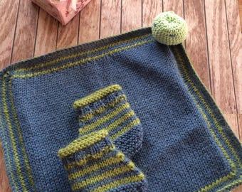 Chaussons bébé et doudou assorti, tricotés mains, alpaga, angora et coton perlé, taille 3 mois