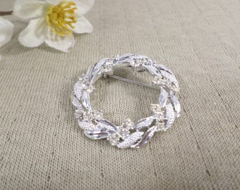 GERRY'S! Beautiful Vintage Silver Tone Rhinestone Leaf Wreath Brooch Signed Gerry's  DL#3149