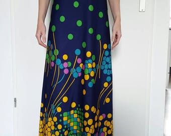 Beautiful vintage groovy graphic maxi dress