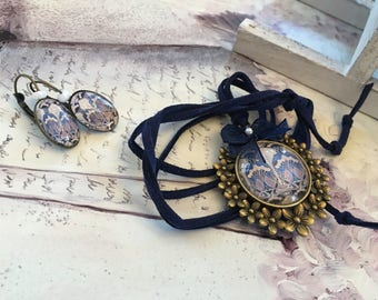 set romantic bronze medallion