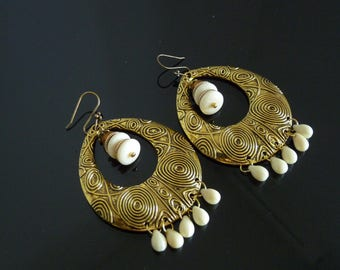 EARRINGS very trendy, antique gold and ivory