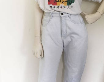 Vintage late 80s early 90s bleached Lee Jeans. Waist size 26'' // Punk grunge mom jeans