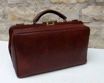 Smart French antique / vintage brown leather doctor's bag / Gladstone bag circa early 1900s.