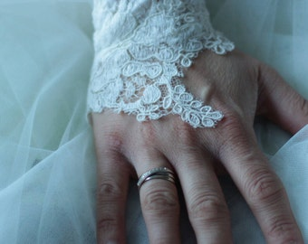 Mitten lace cuff wedding lace from Calais ivory embroidered lace, embroidered, lace gloves embroidered lace ivory wedding
