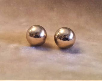 14 Gold Stud Earrings