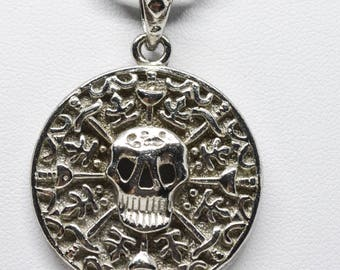 Lovely scull pendant necklace