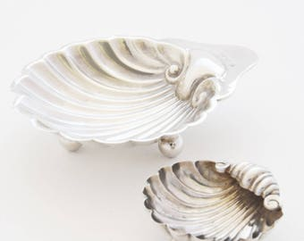 A Pair of Scallop Shell Shaped Silver Trinket Dishes