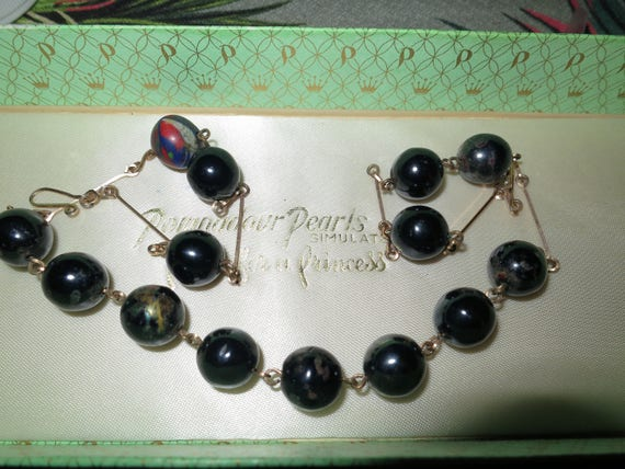 Lovely Vintage Art Deco faceted black and red art glass rolled gold necklace