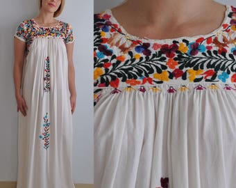 Vintage Oaxacan Dress // Embroidered Mexican Dress // Vintage Wedding Dress // Boho Wedding Dress // White Floral // Hippie Bohemian